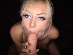 Jeannie loves to impale her slit on a massive dick